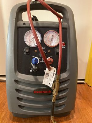 Robinair Refrigerant Recovery Machine for Sale in Gaithersburg, MD