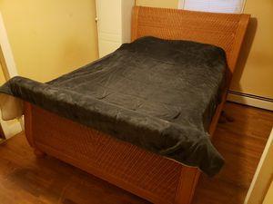 Queen size bed for Sale in Clarksville, MI