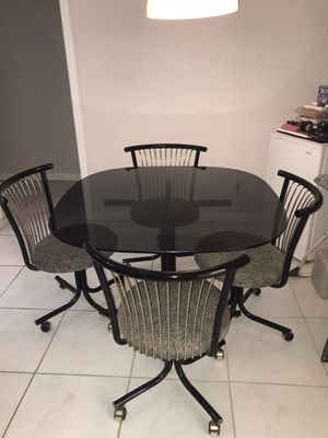 Breakfast Table Set (4 chairs + table) for Sale in Alafaya, FL