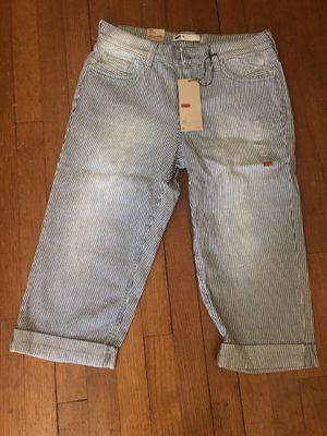 Levis pin stripe capris jean for Sale in Kenosha, WI