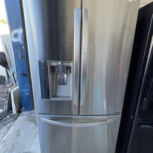 Lg Stainless Steel Refrigerator / delivery Available for Sale in Tampa, FL