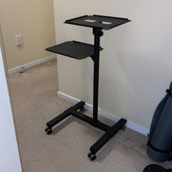 Mount-It Laptop and Projector Stand for Sale in Bellevue,  WA