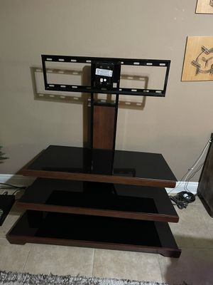 Tv stand with rotating mount attached. for Sale in Las Vegas, NV