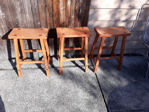 3Pcs BARSTOOLS VERY STRONG WOOD CHAIRS FOR SALE for Sale in Bellevue, WA