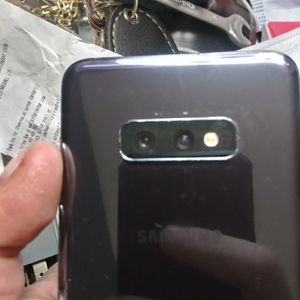 Samsung Galaxy S10e Phone for Sale in Evansville, IN