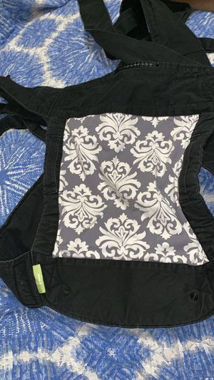 Infantino Baby Sash Wrap/ Carrier for Sale in Dallas, GA