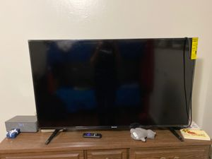 "55"" Hisense Roku smart tv BROKEN for Sale in Everett, WA"