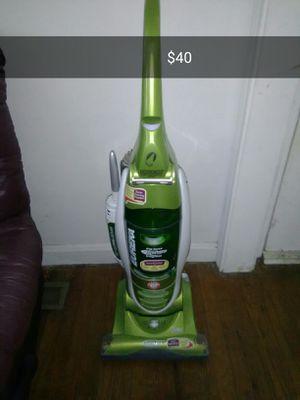 Eureka Bagless Vacuum for Sale in Evansville, IN