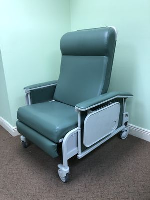 Medical recliner for Sale in Hialeah, FL