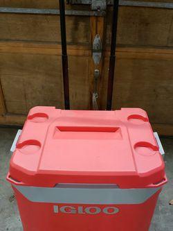 Igloo Cooler for Sale in Edgewood,  WA