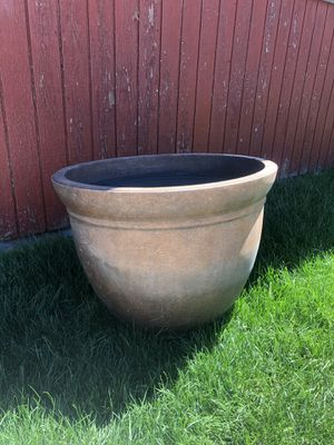 Plastic flower pot for Sale in Tacoma, WA