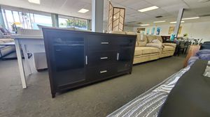 Brown TV stand w cabinet space $249 for Sale in Hawaiian Gardens, CA