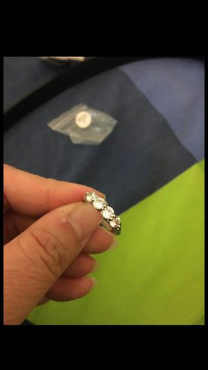 Women fashion white sapphire wedding ring size 7 for Sale in Moreno Valley, CA