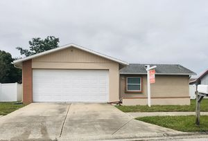 Cozy 2/2/2 house. Great location! for Sale in Port Richey, FL