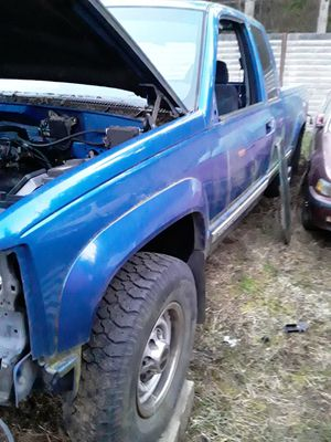 Parting chevy gmc k2500 4x4 98 93 for Sale in Tulalip, WA