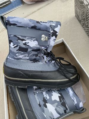 Youth Kids Snow Boots size 5 for Sale in Las Vegas, NV