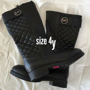 $20 brand new Michael Kor black boots size 4y for Sale in Rosemead, CA