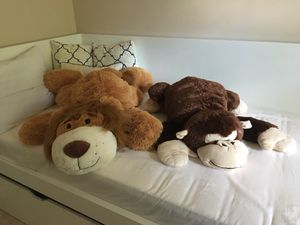 Giant stuffed animals. Great for Christmas present for Sale in Fairfax Station, VA