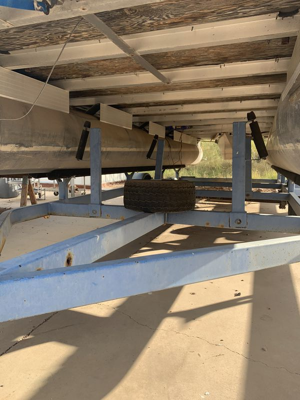 Sun Tracker Pontoon boat 24 foot party barge