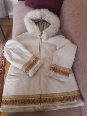 brand new coat fur very good condition 1MADISON for Sale in Bridgeport, CT