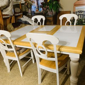 Wooden Table Great Quality 65in x 48in for Sale in Columbia, TN