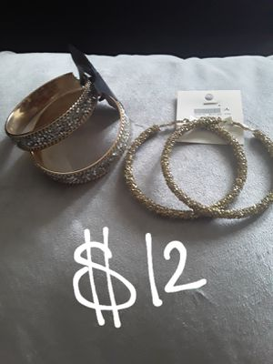 GREAT CHRISTMAS GIFTS...new sparkle rhinestone earrings for Sale in Suitland, MD