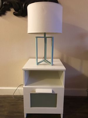 Beautiful bedside table & matching lamp! for Sale in Austin, TX