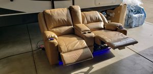LEATHER THOMAS PAYNE THEATER SEATING for Sale in Eagle Point, OR