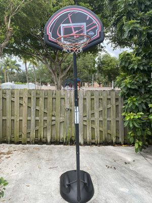 Basketball hoop, extends to 10' for Sale in Cutler Bay, FL