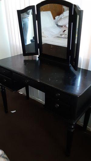 Desk vanity $40.00 for Sale in San Bernardino, CA