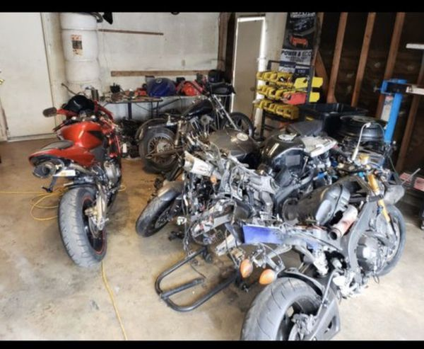 Parting out motorcycles sports bikes r1 r6 gsxr cbr 600 rr cbr 1000 rr fz6 fz7 fz9 fz8 f4i r3 sv650 fz07 fz06