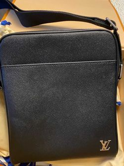LV Messenger Bag MENS for Sale in Washington,  DC