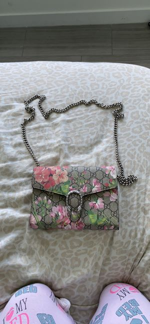 Gucci Dionysus floral shoulder bag AUTHENTIC for Sale in Hollywood, FL