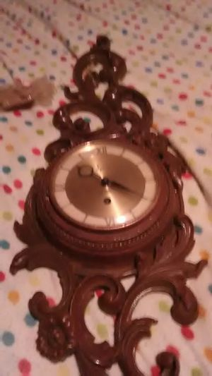 Antique Syroco Wood Clock for Sale in Mystic Islands, NJ