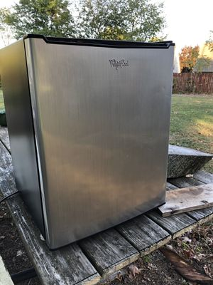 Stainless Steal Whirlpool 2.7 Cu. Ft. Mini Fridge for Sale in Avon, OH