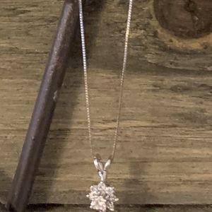 Gold Necklace With Diamond Pendant for Sale in Peabody, MA