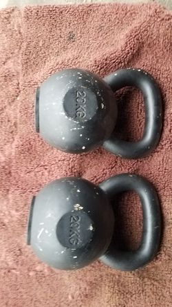 USED SET OF 44LB KETTLEBELL (20KG) for Sale in Chicago, IL