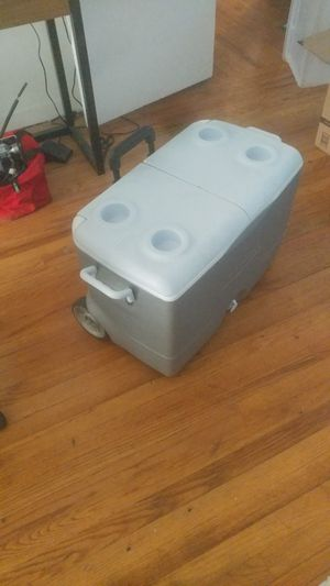 Igloo cooler for Sale in Santa Monica, CA