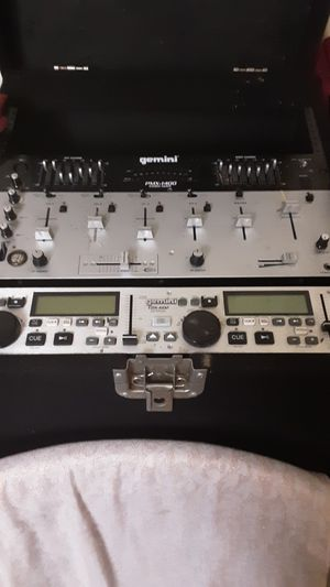 Gemini cd dj gear full set up with 2000 watt 2 channel amp and lighting effects module for Sale in Pasadena, CA