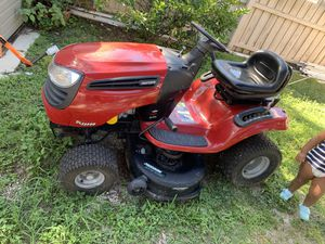 Lawn tractor (Craftsman) for Sale in St. Petersburg, FL