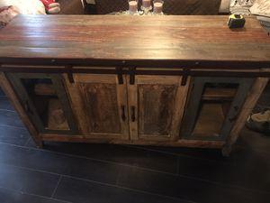 Bueble de madera rústica for Sale in Compton, CA