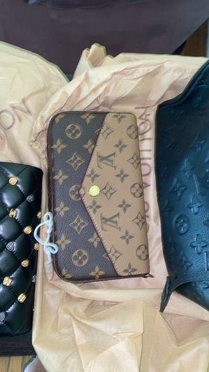 Louis Vuitton Wallet purse for Sale in Virginia Beach, VA