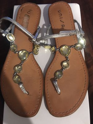Yellow gem sandals with silver, size 7 for Sale in Hacienda Heights, CA