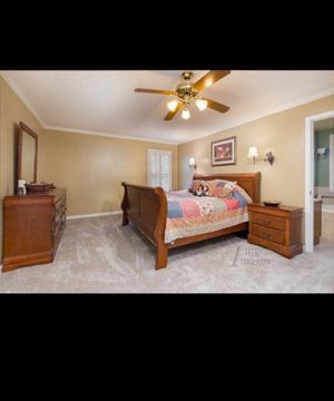 Solid wood king size sleigh bed 5 piece bedroom set for Sale in Macon, GA
