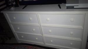White dresser for Sale in Hacienda Heights, CA