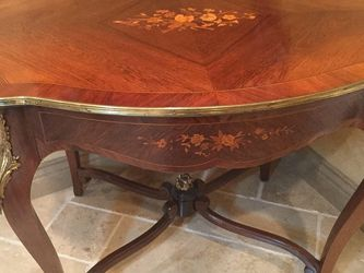 Beautiful French Tea Table, Inlaid , Marquetry Table. for Sale in Vancouver,  WA
