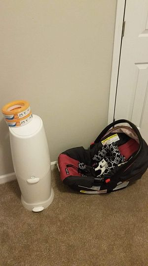 Newborn carseat and diapers pail with 2 new cartridges for Sale in Suwanee, GA