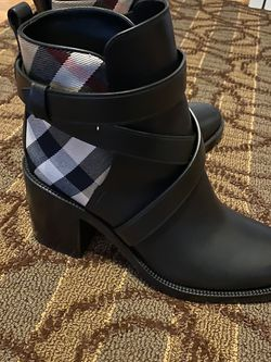New Burberry Boots Women's 9 for Sale in Laurel,  MD