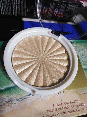 OFRA COSMETICS STAR ISLAND HIGHLIGHTER for Sale in Stockton, CA
