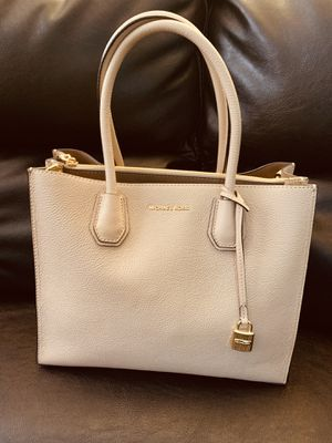 Brand New Michael Kors Oyster Large Tote Handbag for Sale in Ankeny, IA